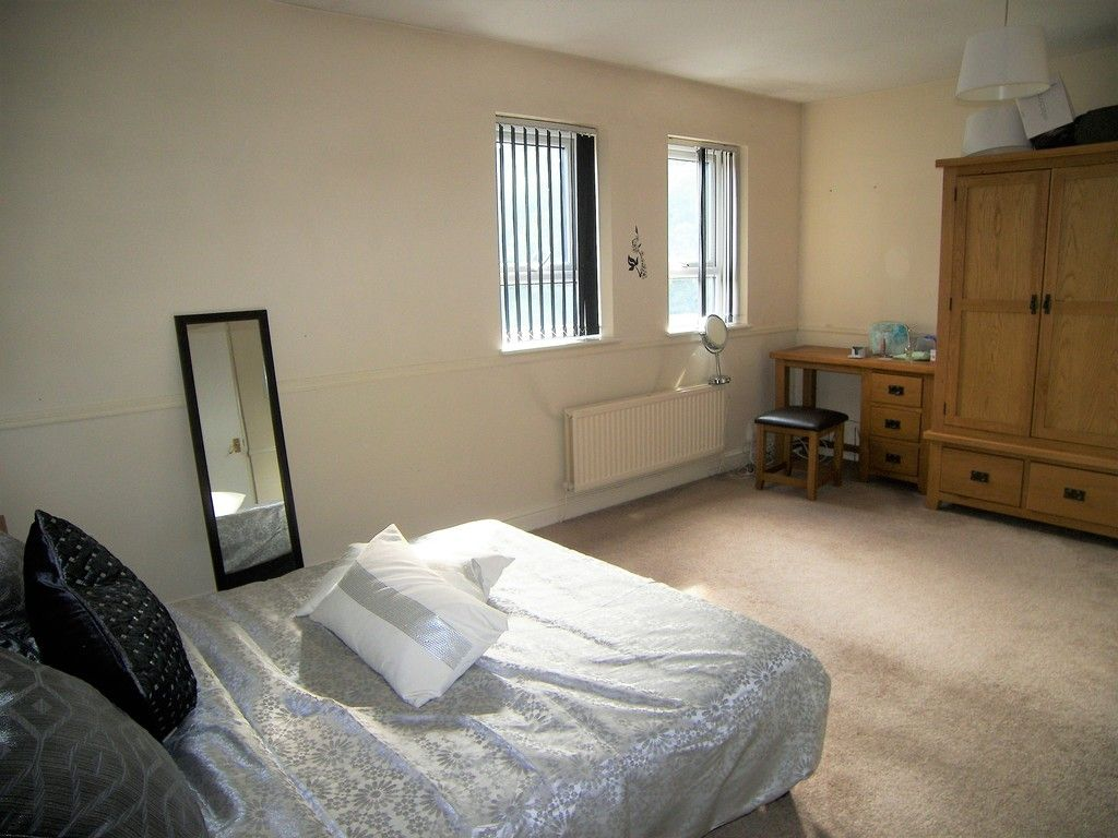 5 bed house to rent  - Property Image 6