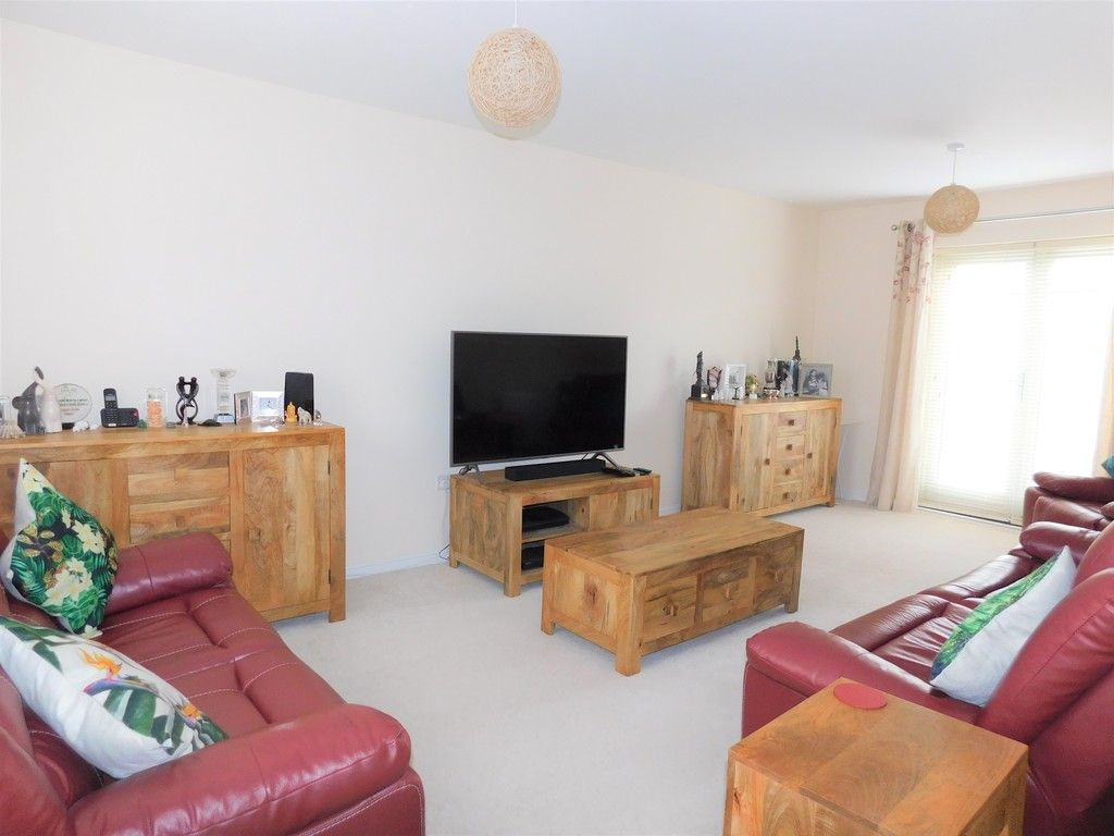 4 bed house for sale in Pen Y Graig, Llandarcy, Neath  - Property Image 2