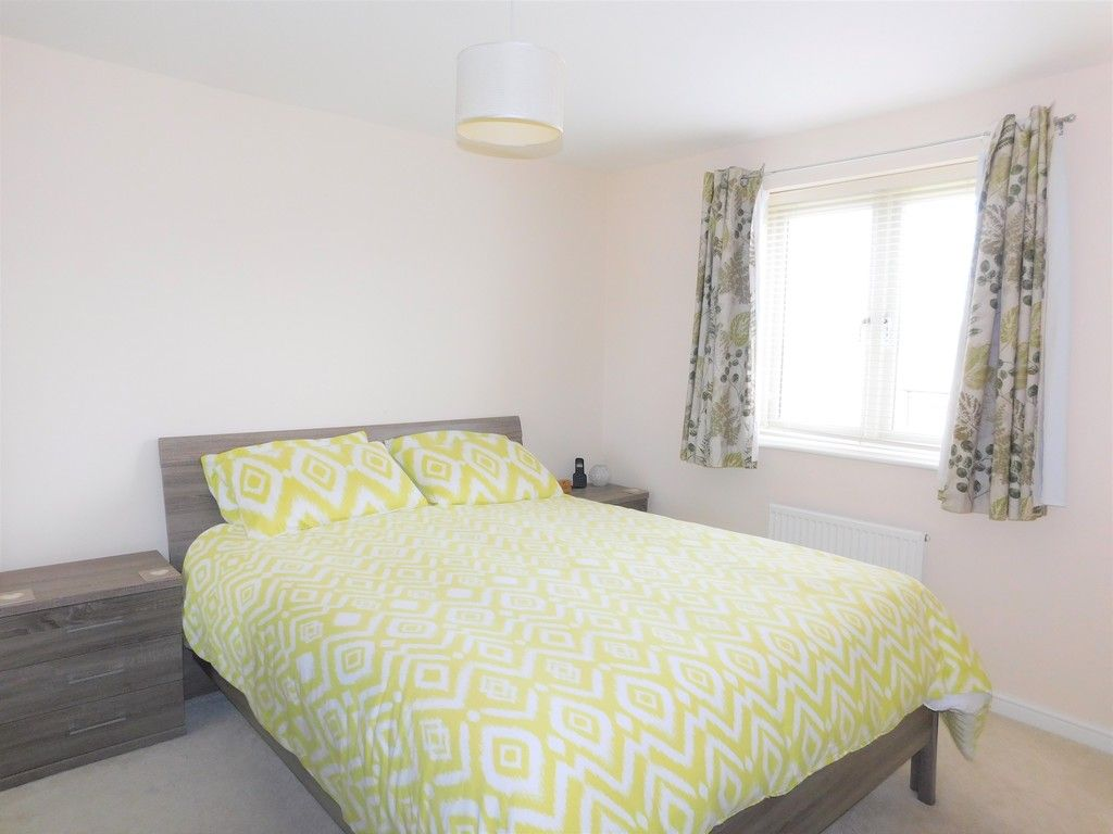 4 bed house for sale in Pen Y Graig, Llandarcy, Neath  - Property Image 11
