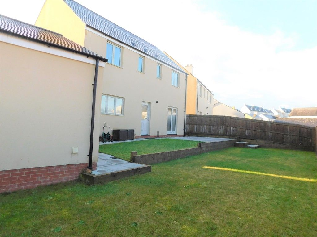 4 bed house for sale in Pen Y Graig, Llandarcy, Neath  - Property Image 18