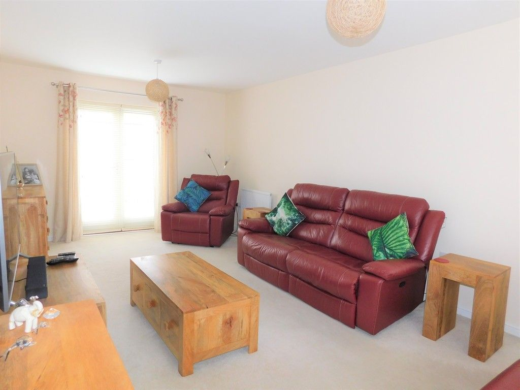 4 bed house for sale in Pen Y Graig, Llandarcy, Neath 3