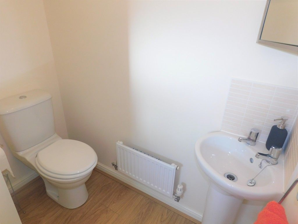 4 bed house for sale in Pen Y Graig, Llandarcy, Neath 8