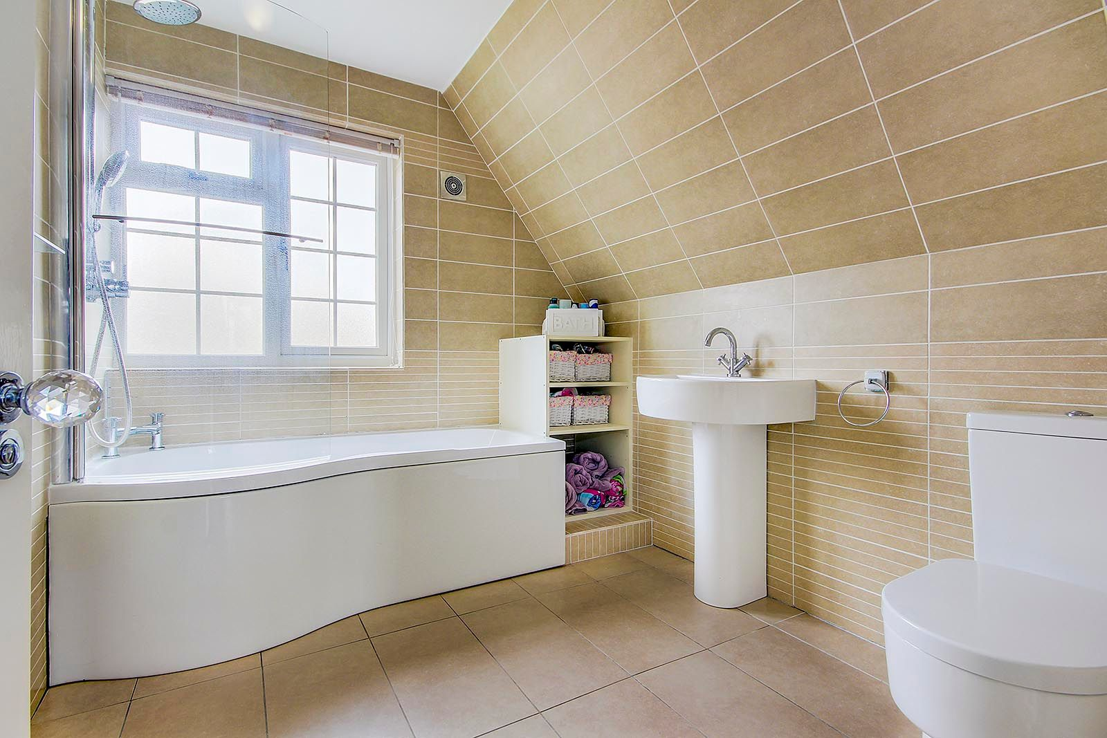 3 bed house for sale in Woodlands Close (COMP AUG 19) 8