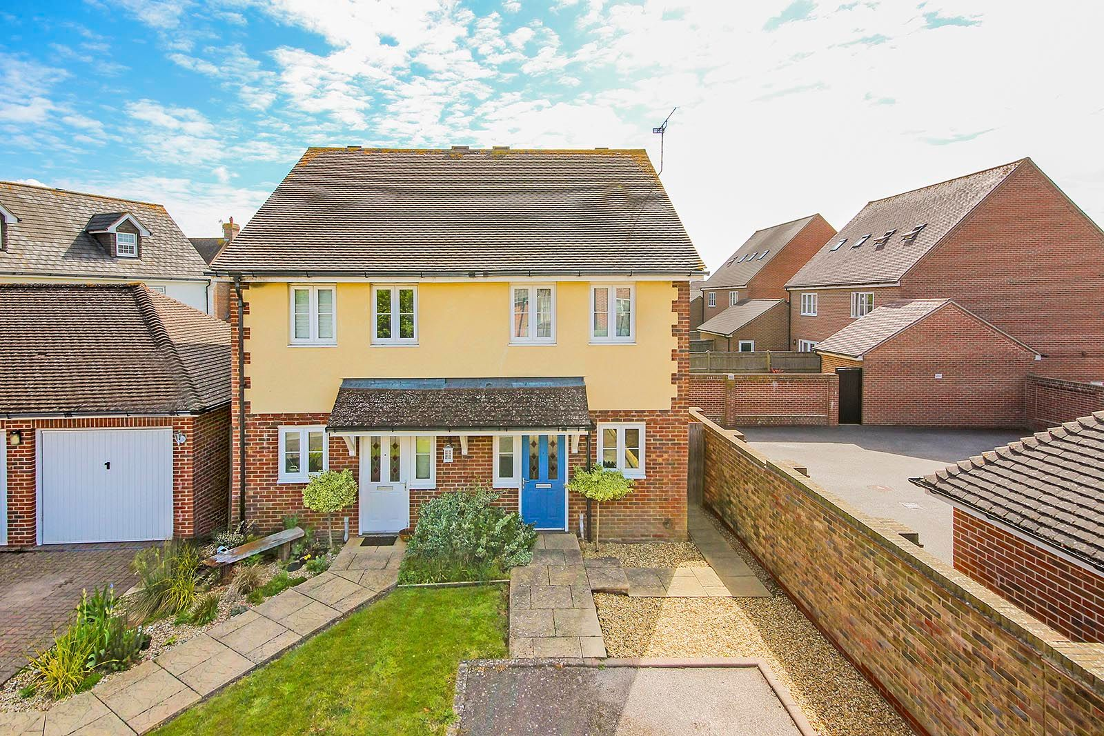 2 bed house for sale in Oakwood Drive 1
