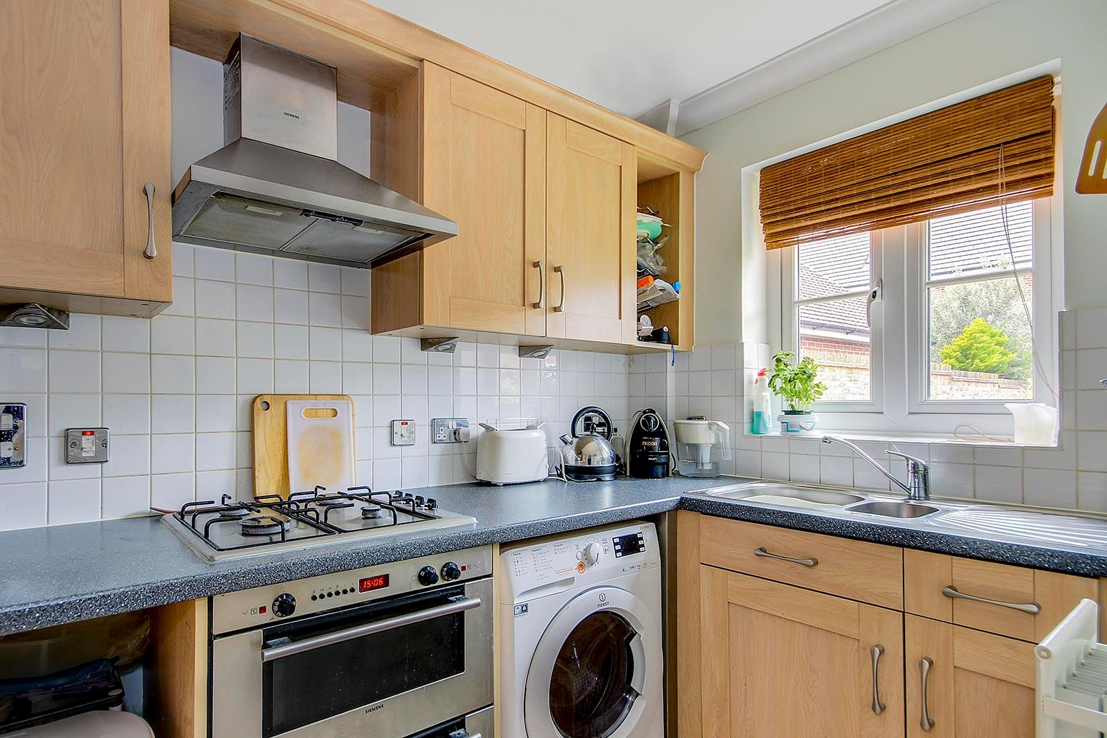 2 bed house for sale in Oakwood Drive 5