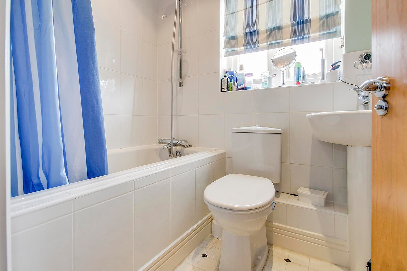 2 bed house for sale in Oakwood Drive 7