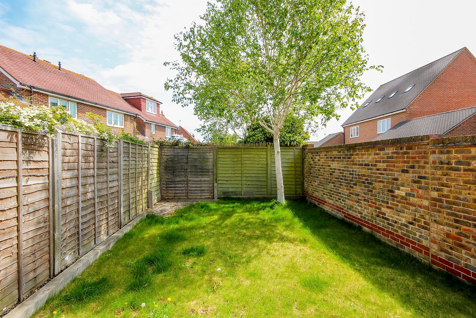 2 bed house for sale in Oakwood Drive 8