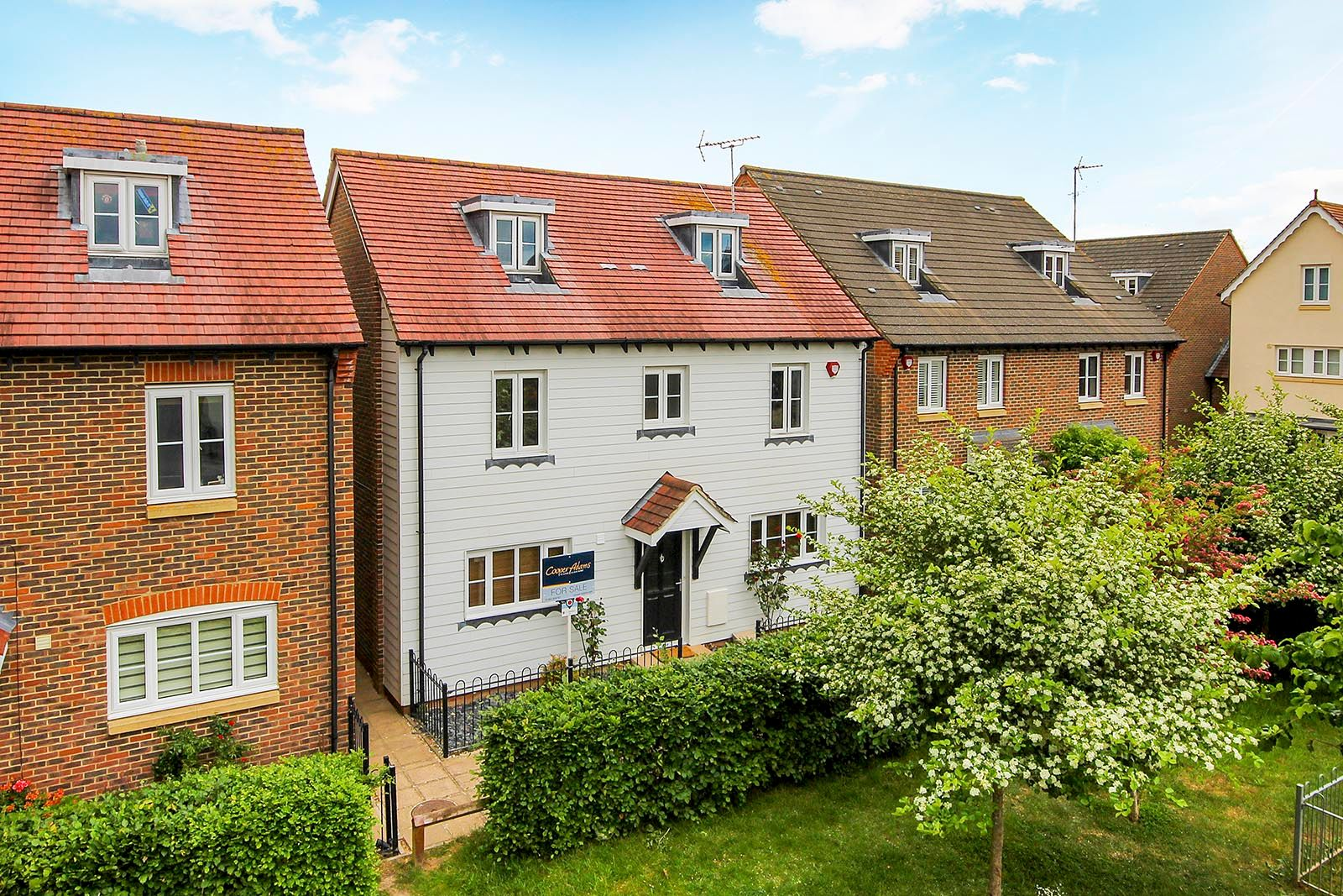 4 bed house for sale in Lucksfield Way 1
