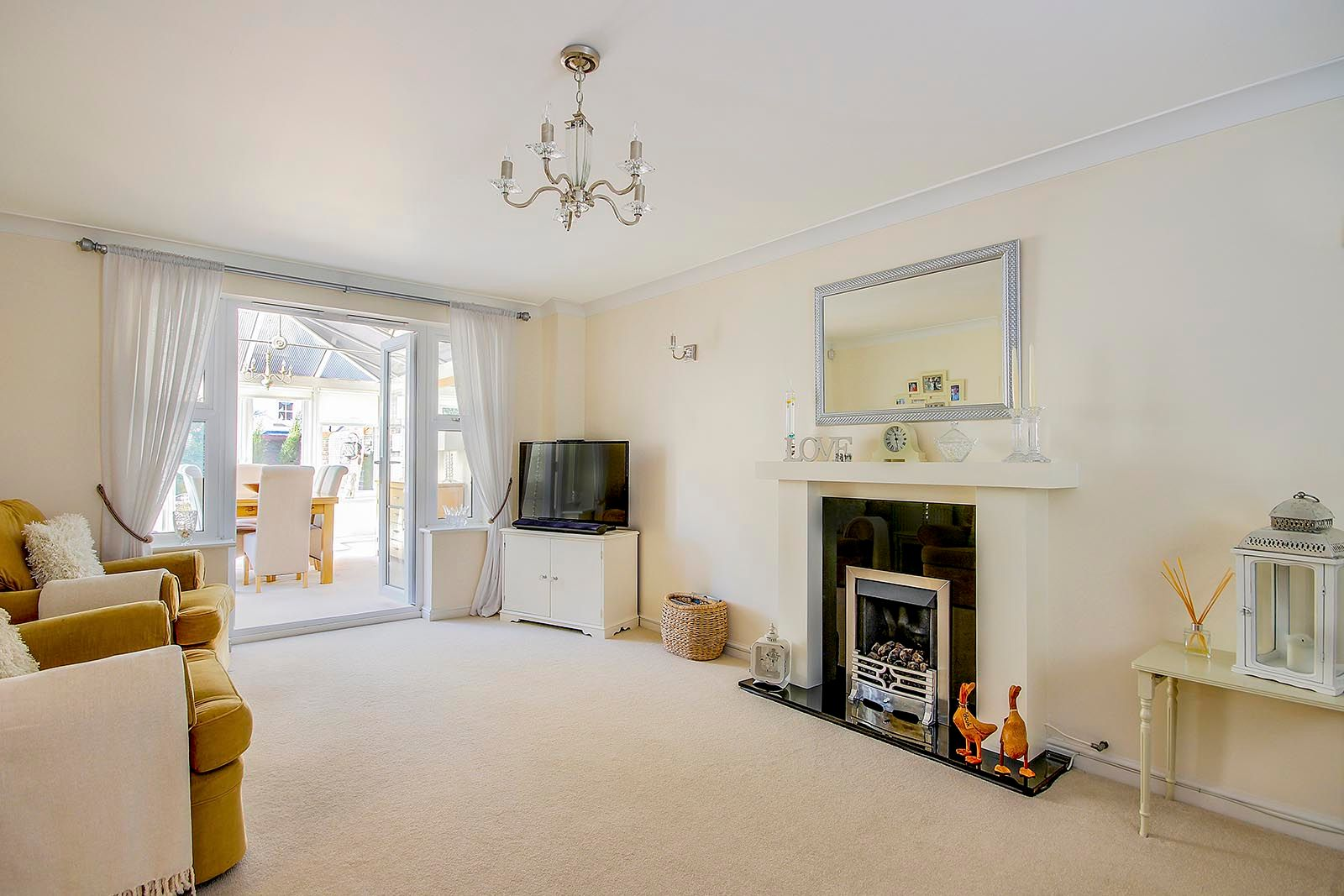 5 bed house for sale in Rowan Way 11