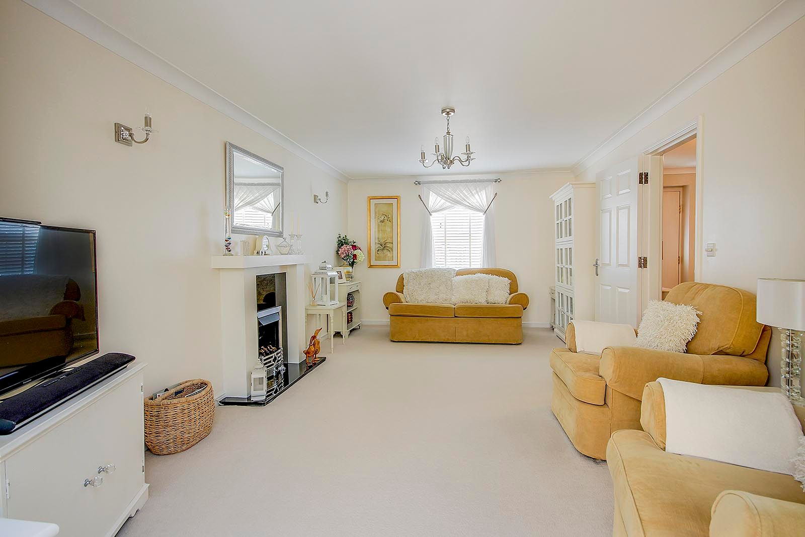 5 bed house for sale in Rowan Way  - Property Image 5