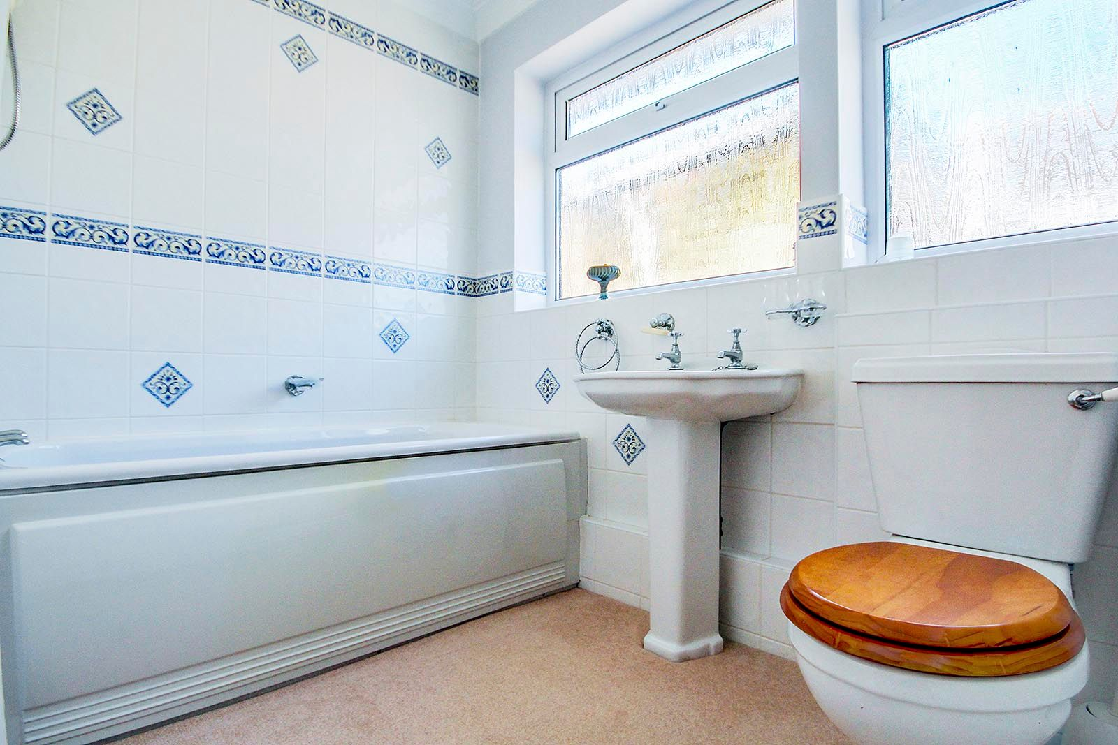 3 bed bungalow for sale in Greenacres Ring COMP SEPT 19 7