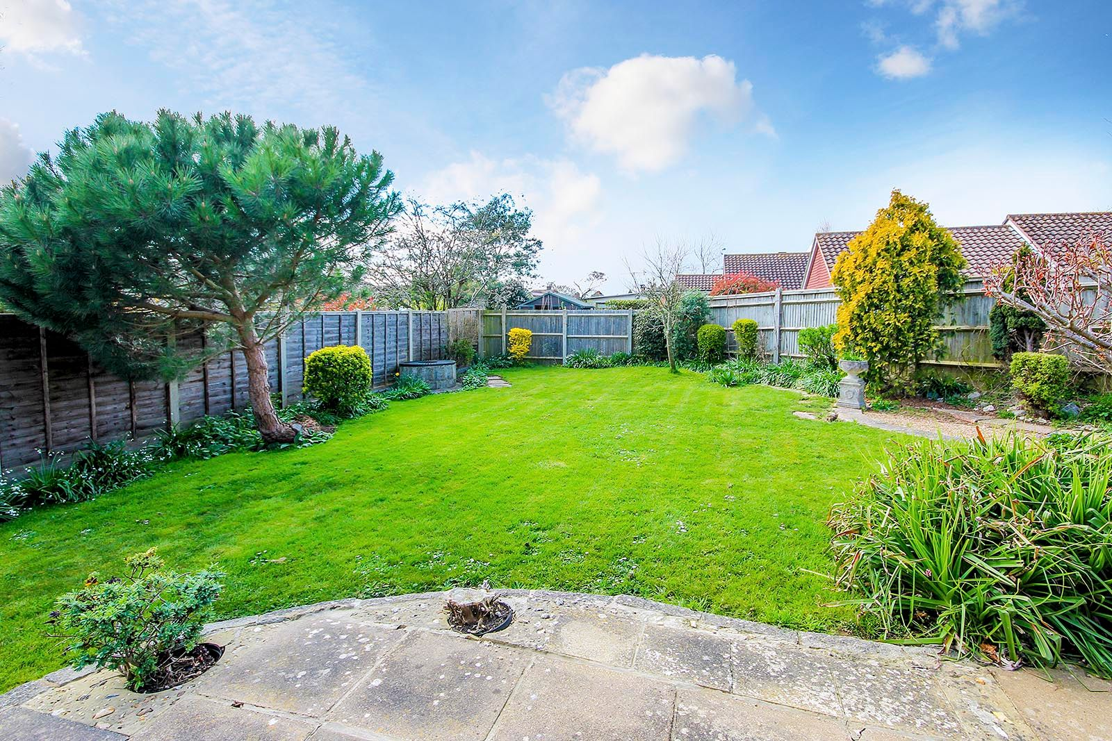 3 bed bungalow for sale in Greenacres Ring COMP SEPT 19 8
