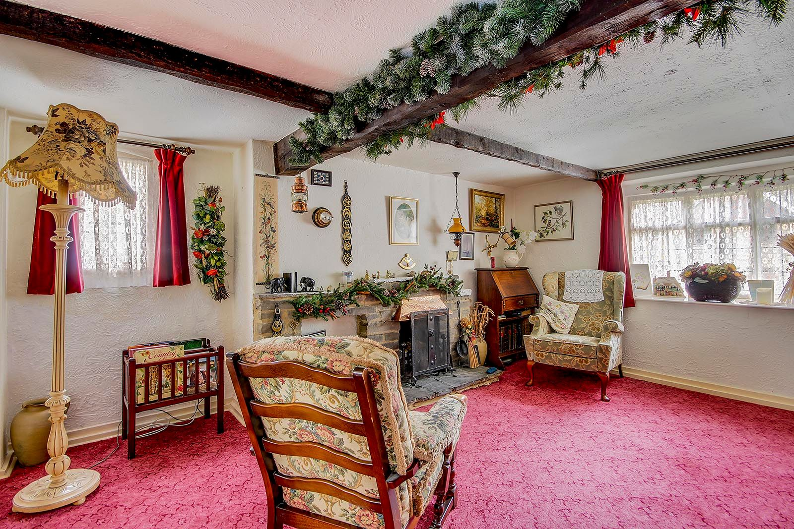 2 bed House for sale in Arundel - Living Room (Property Image 1)