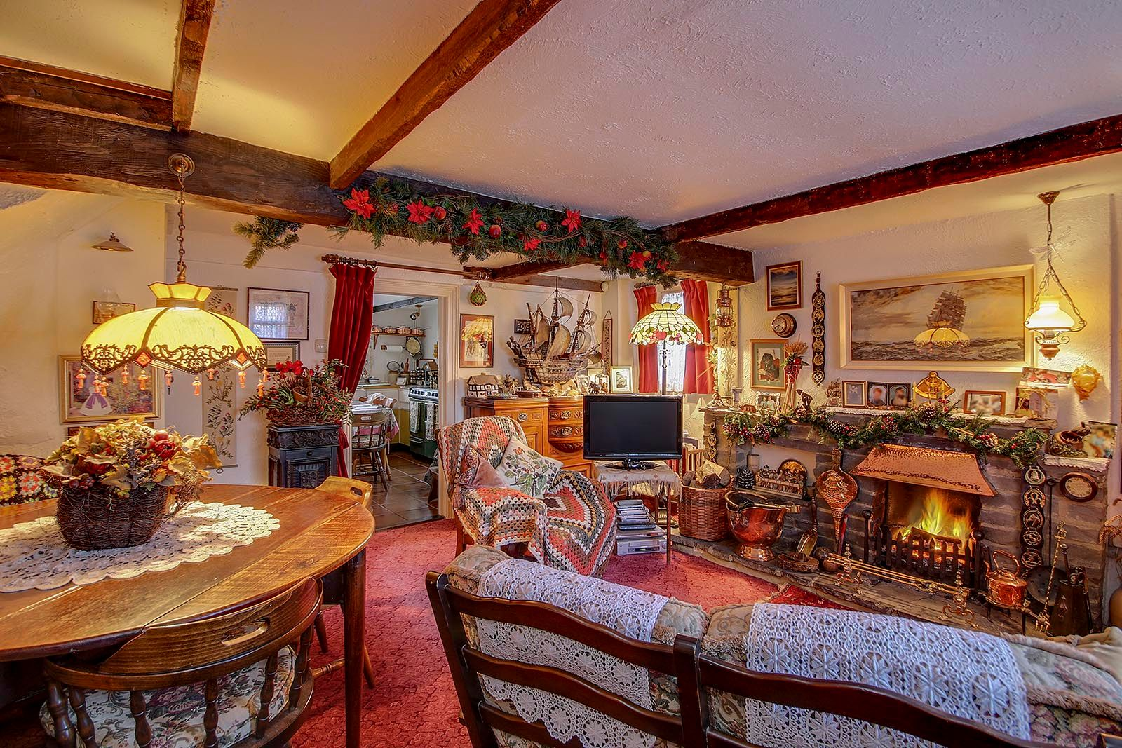 2 bed House for sale in Arundel - Living Room (Property Image 9)