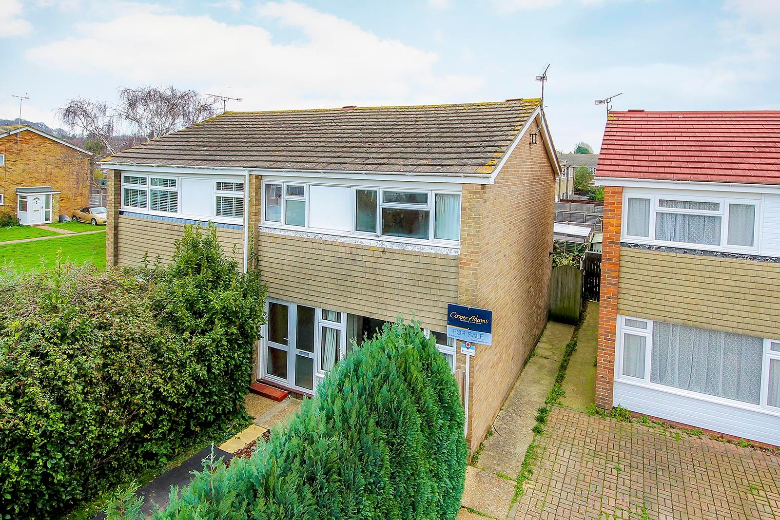 3 bed house for sale in Meadowside 1