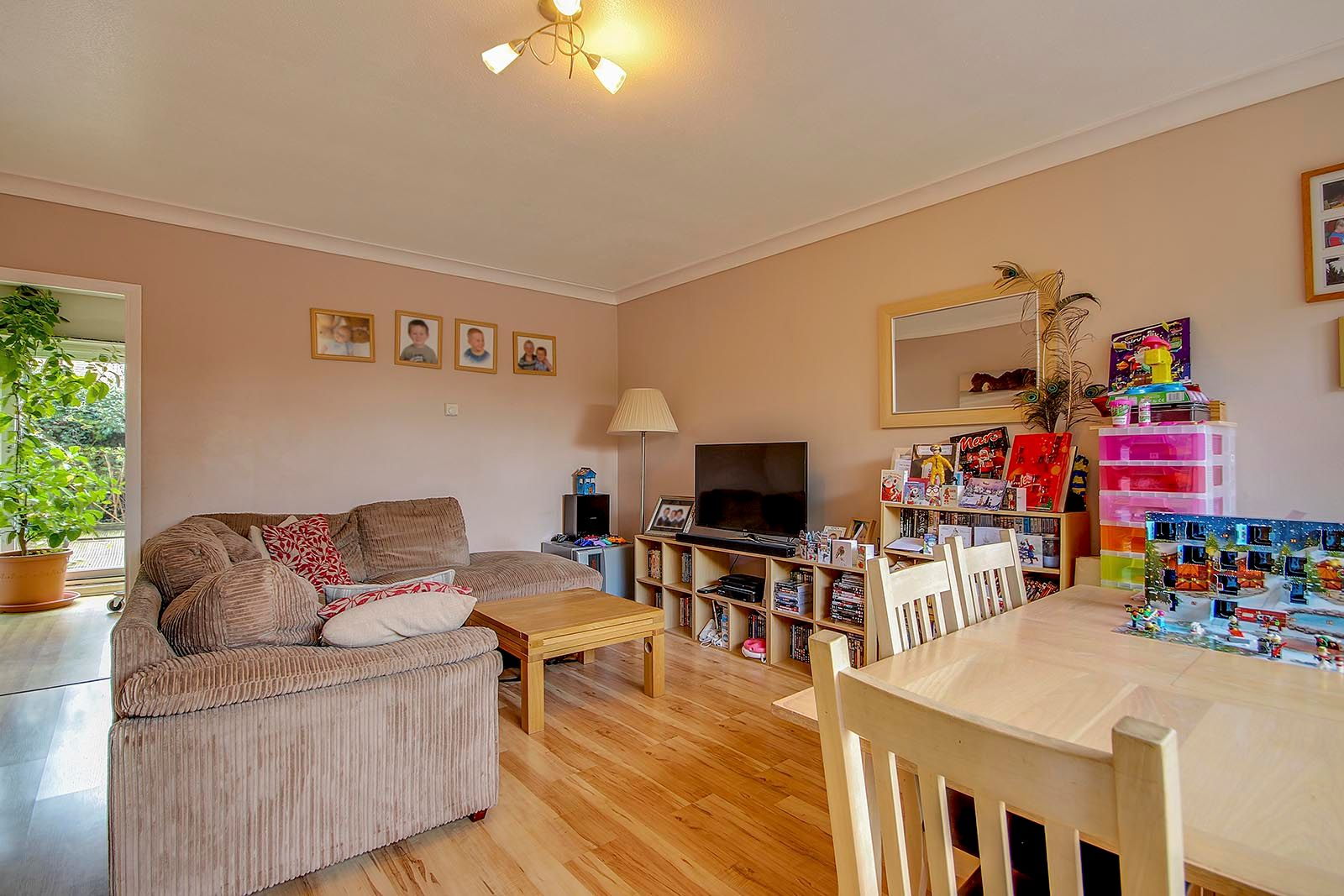 3 bed house for sale in Meadowside 4