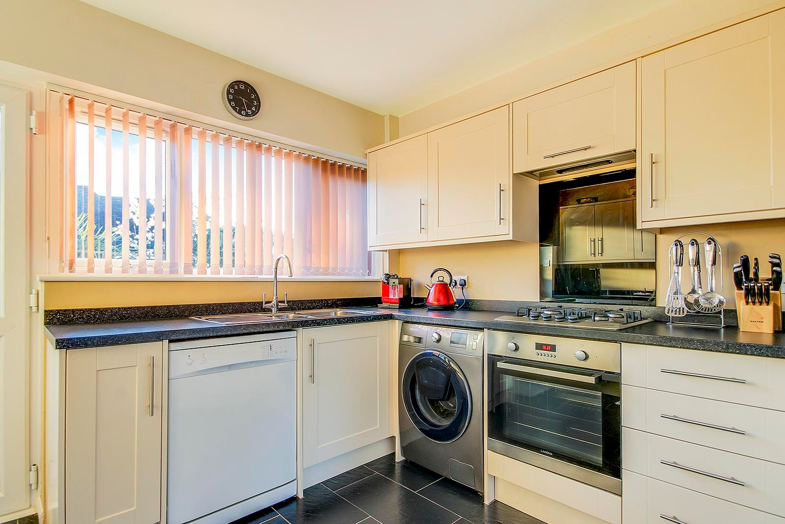 2 bed bungalow for sale in Halliford Drive (COMP AUG 19)  - Property Image 4