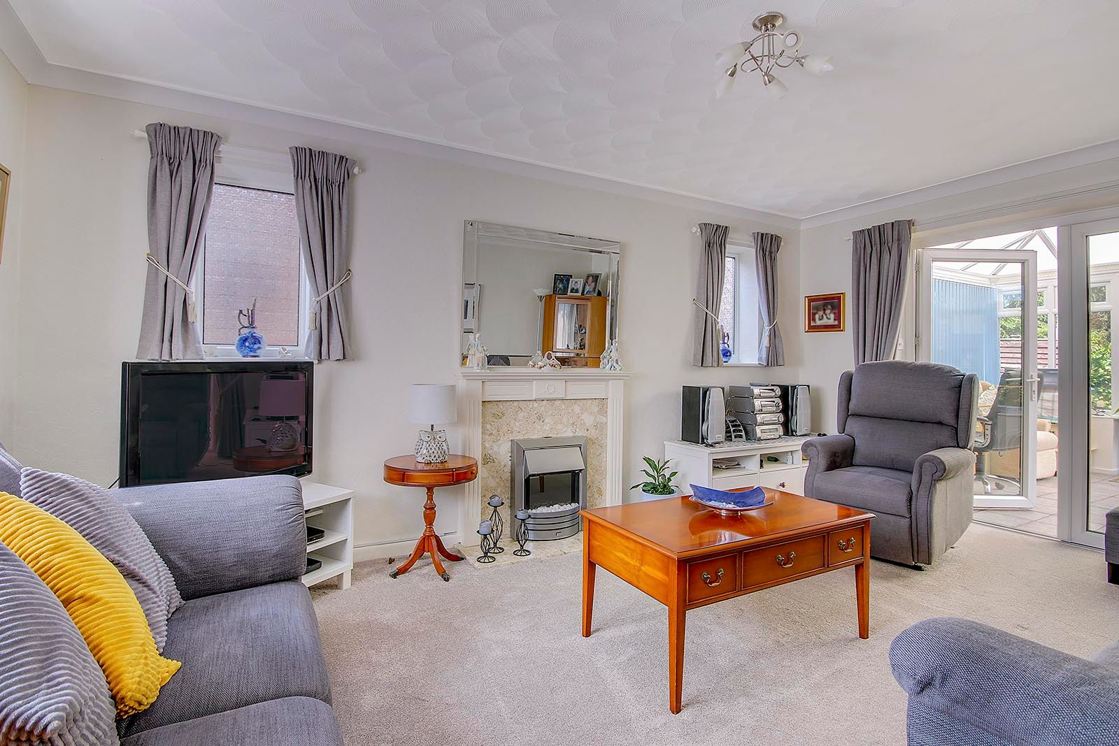 4 bed house for sale in Lavington Road  - Property Image 2