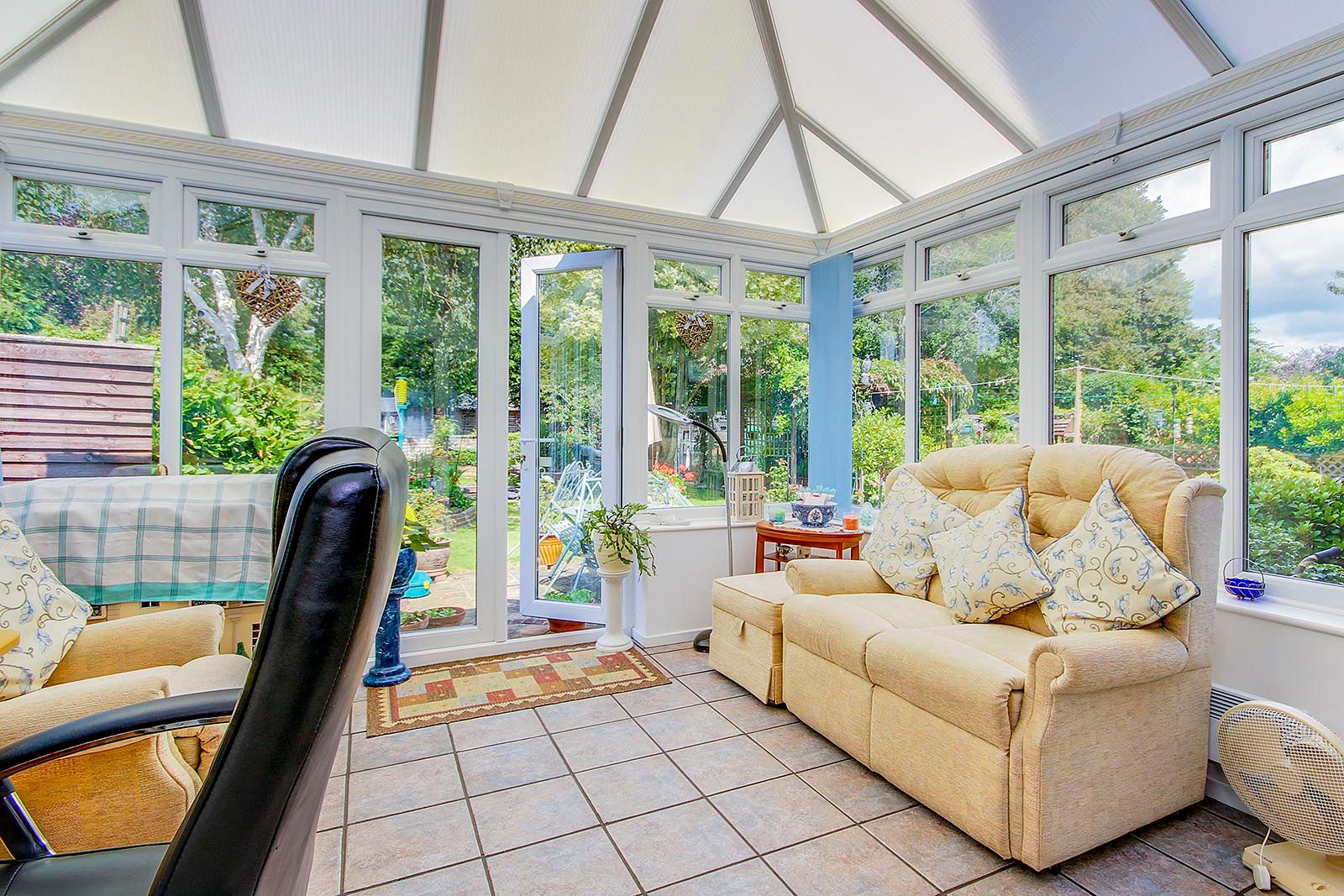 4 bed house for sale in Lavington Road 4