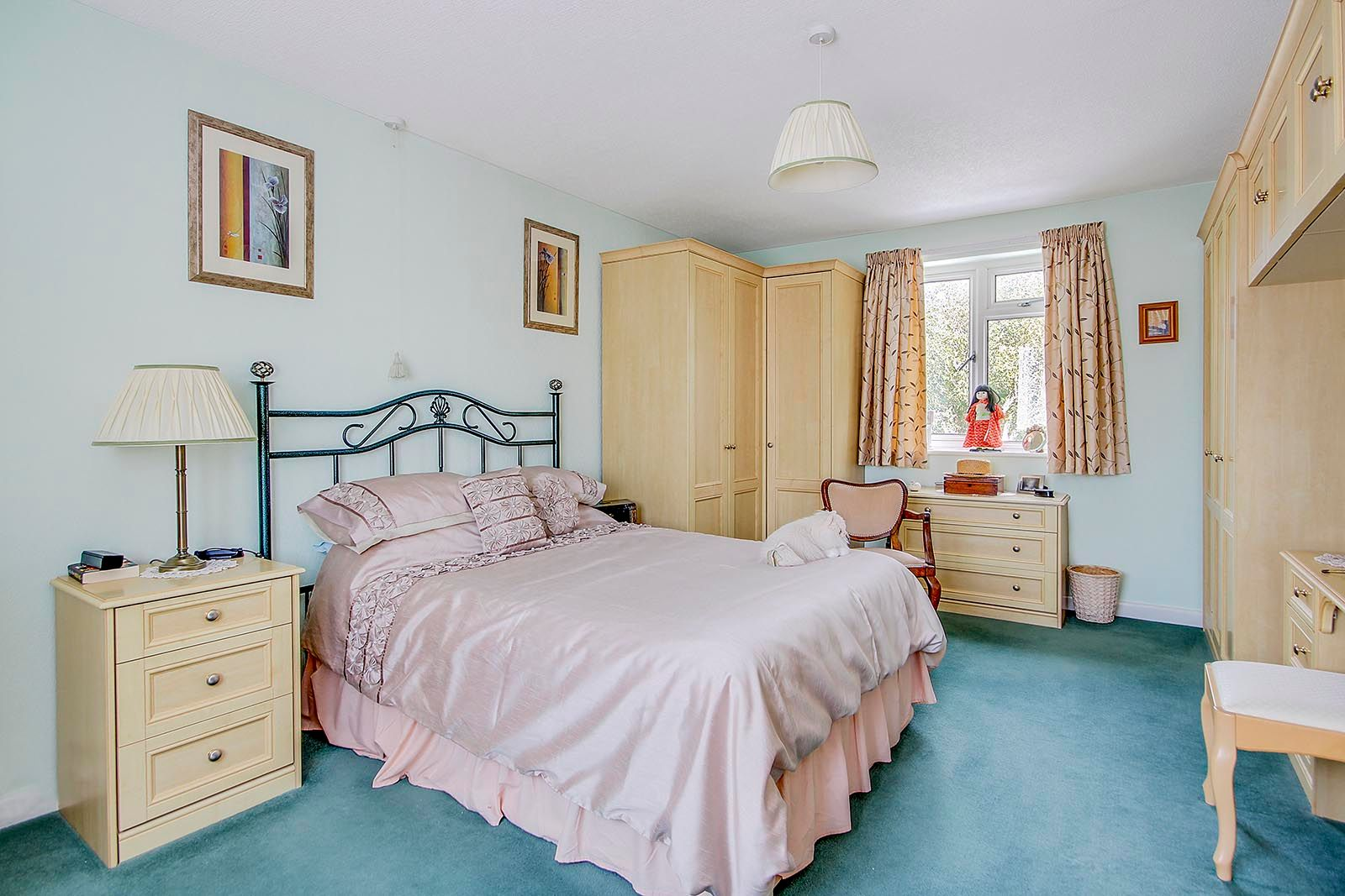 4 bed house for sale in Lavington Road  - Property Image 6