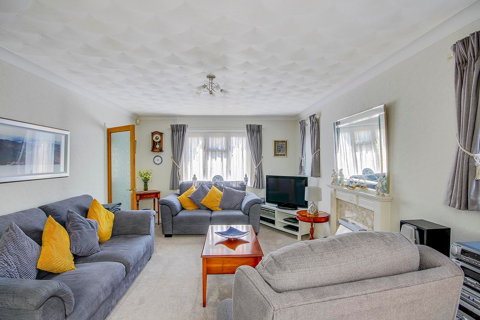 4 bed house for sale in Lavington Road 9