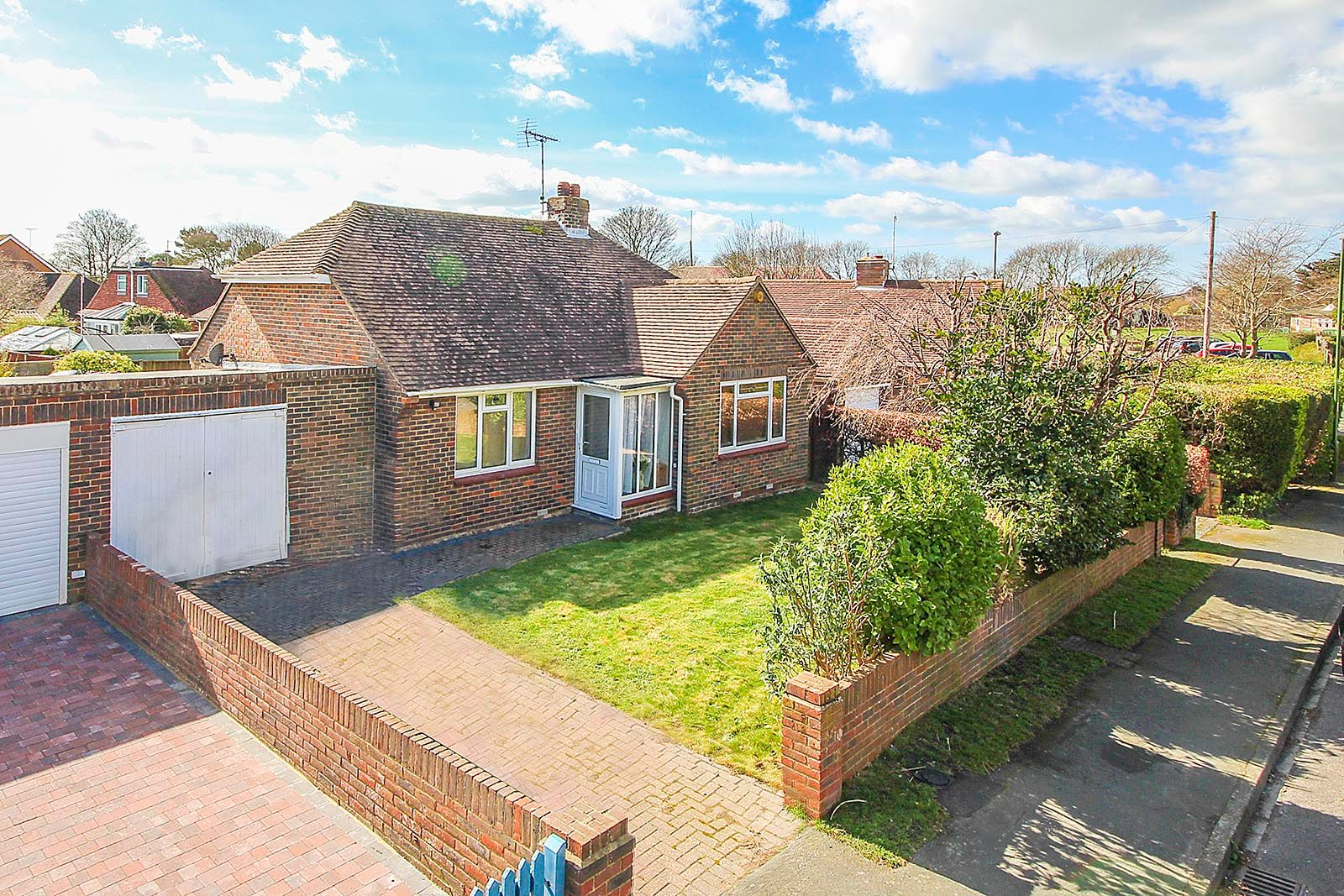 2 bed bungalow to rent in Vermont Drive - Property Image 1