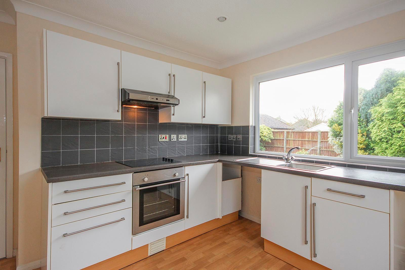 2 bed bungalow to rent in Vermont Drive 2