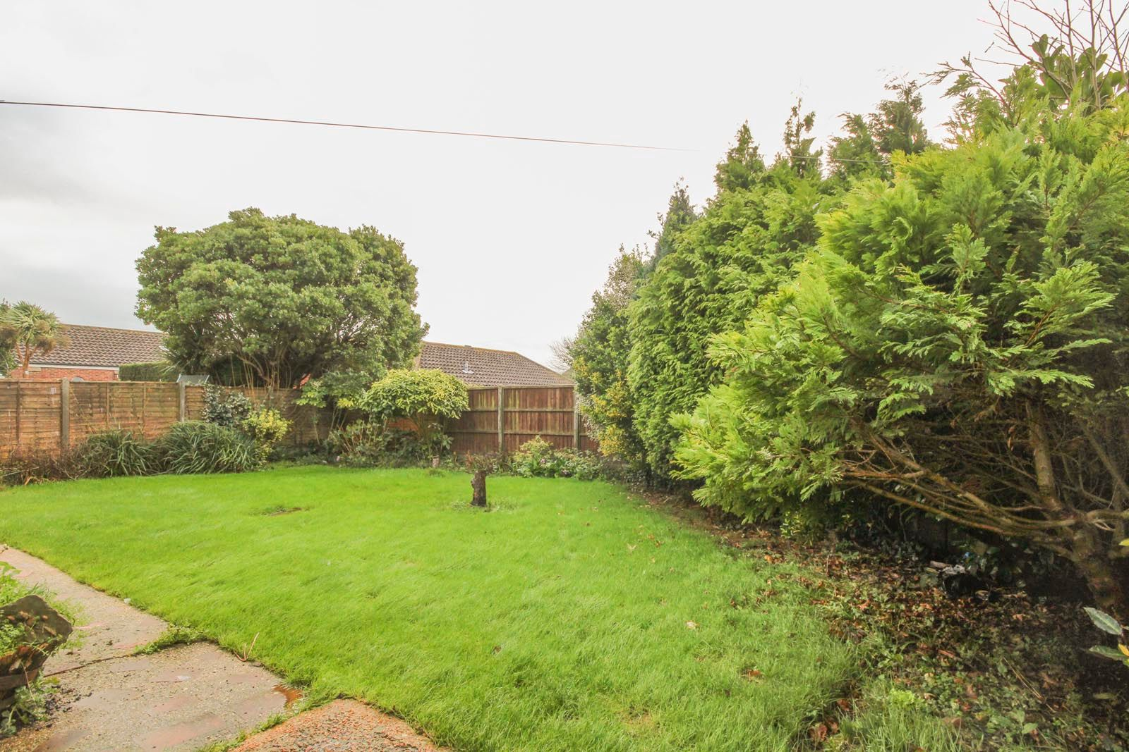 2 bed bungalow to rent in Vermont Drive 3