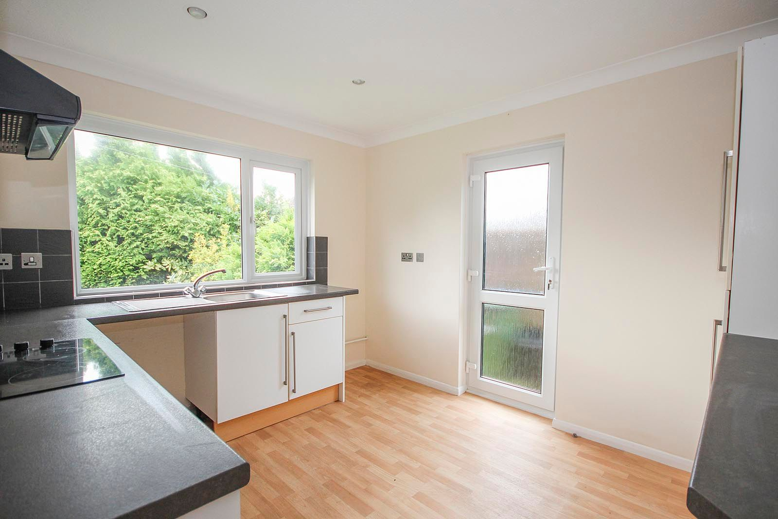 2 bed bungalow to rent in Vermont Drive 4