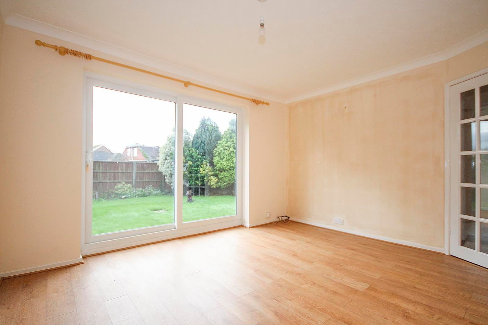 2 bed bungalow to rent in Vermont Drive 5
