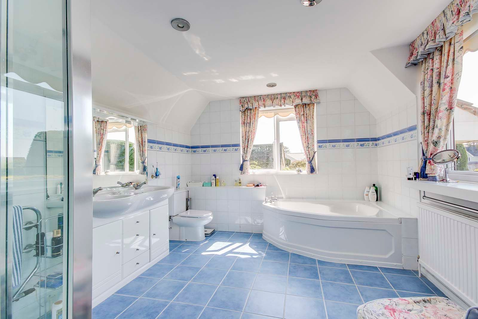 5 bed House for sale in The Willowhayne, East Preston - En suite bathroom (Property Image 10)