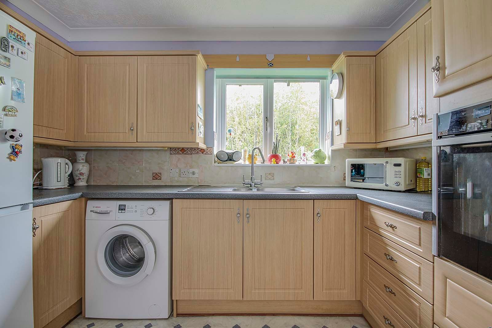 1 bed bungalow for sale in Sea Road 4