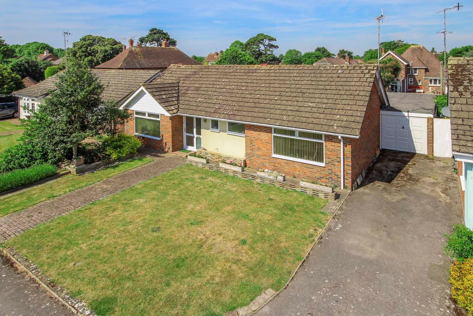 2 bed bungalow for sale in Bay Tree Garden  - Property Image 1