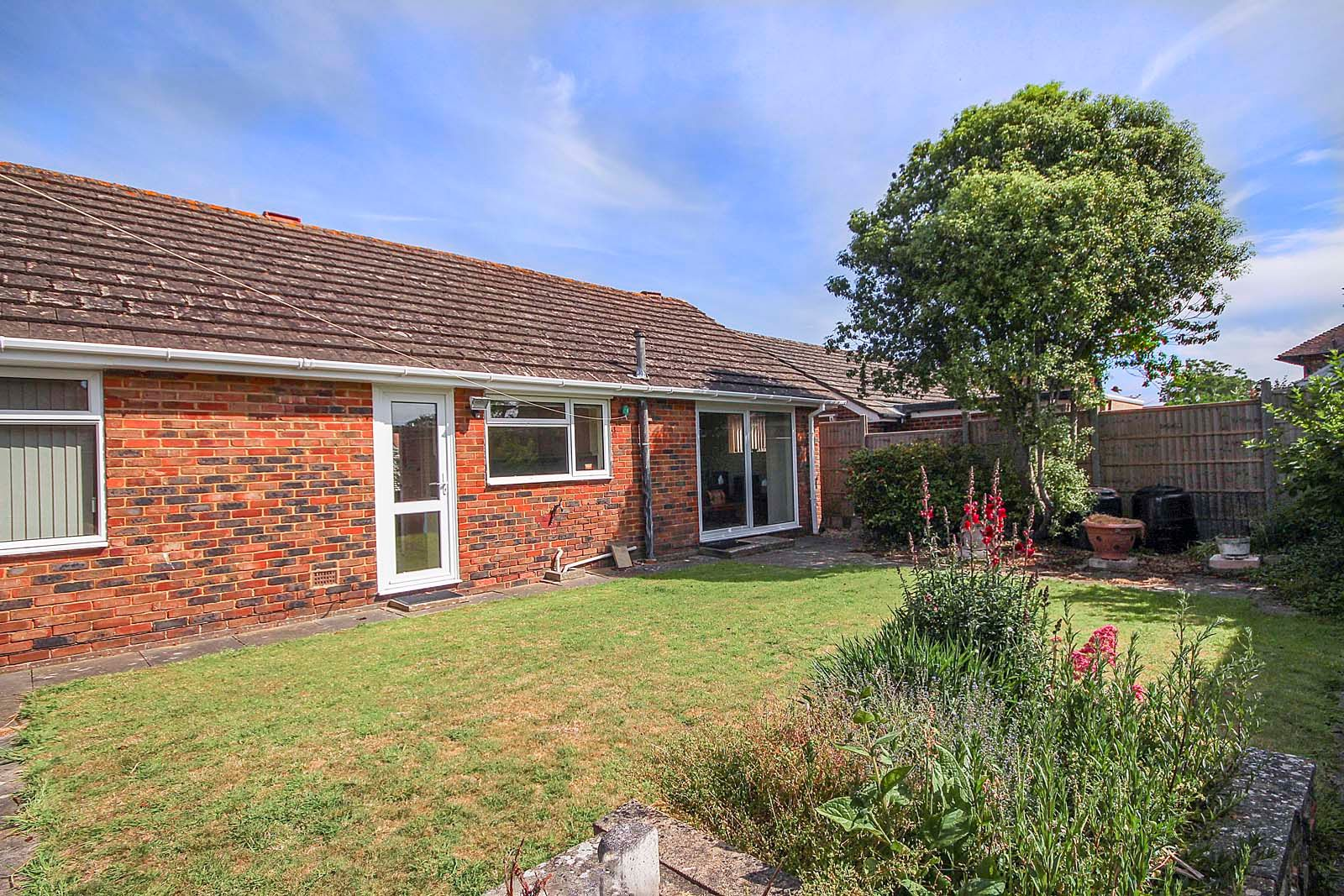 2 bed bungalow for sale in Bay Tree Garden 3