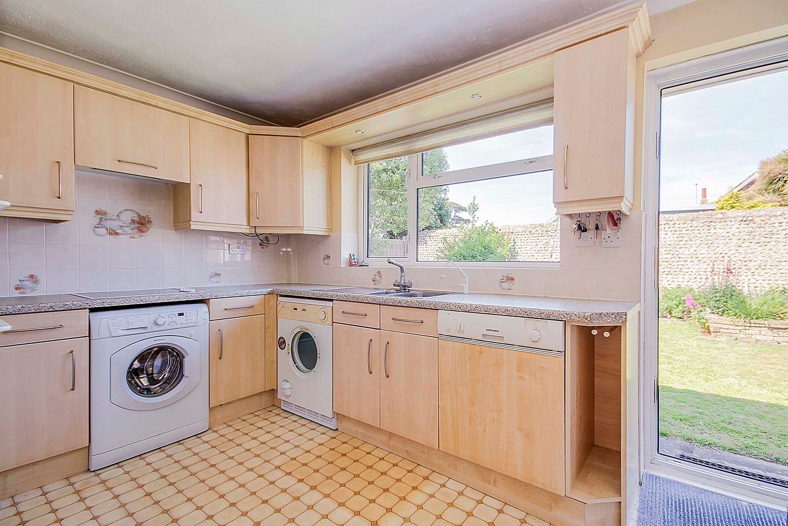 2 bed bungalow for sale in Bay Tree Garden  - Property Image 4