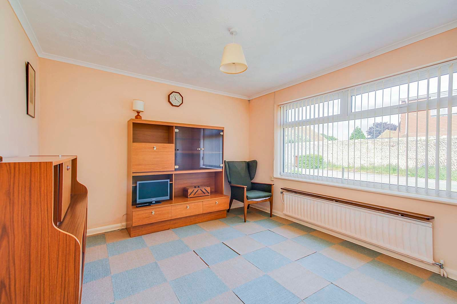 2 bed bungalow for sale in Bay Tree Garden  - Property Image 6