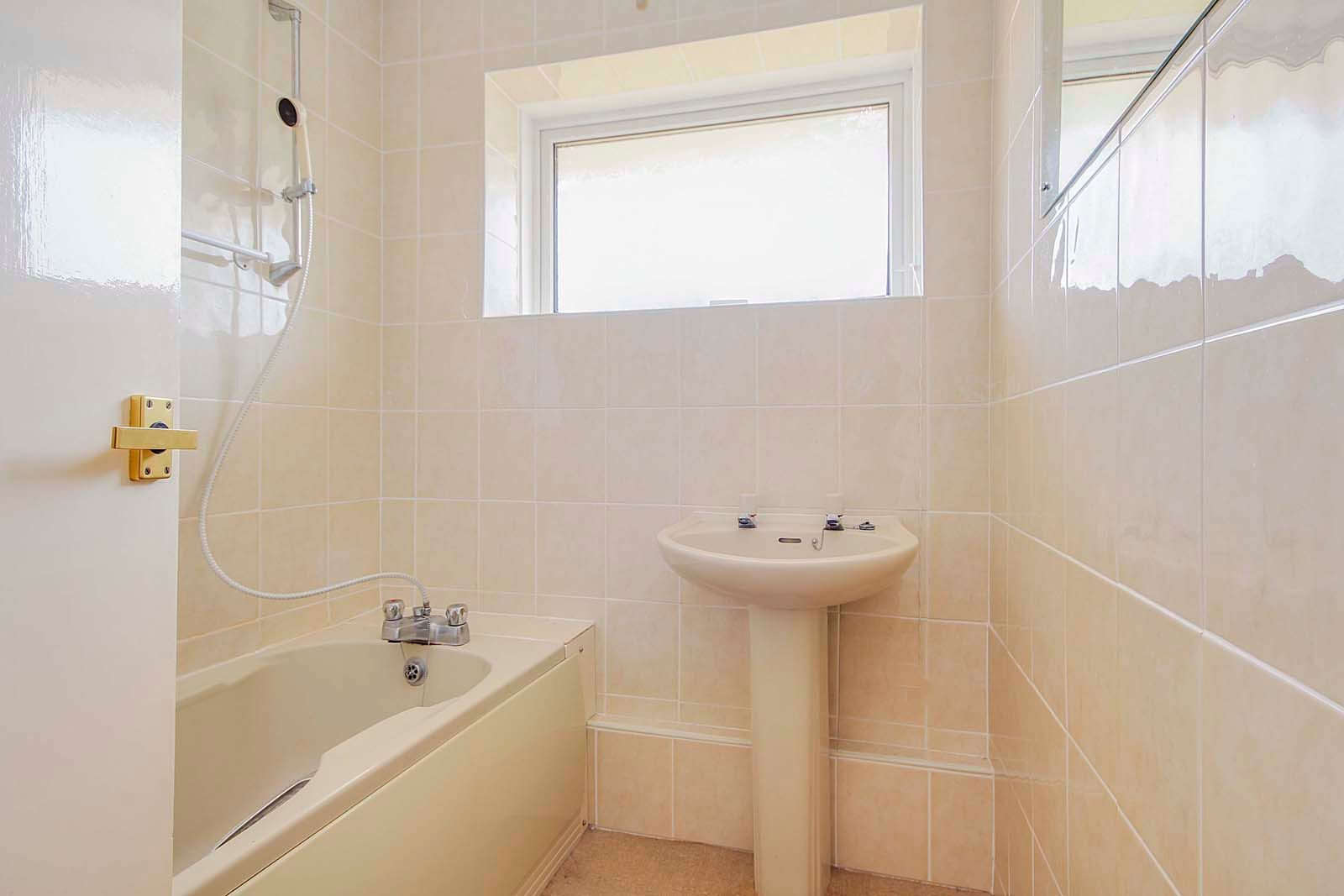 2 bed bungalow for sale in Bay Tree Garden 7