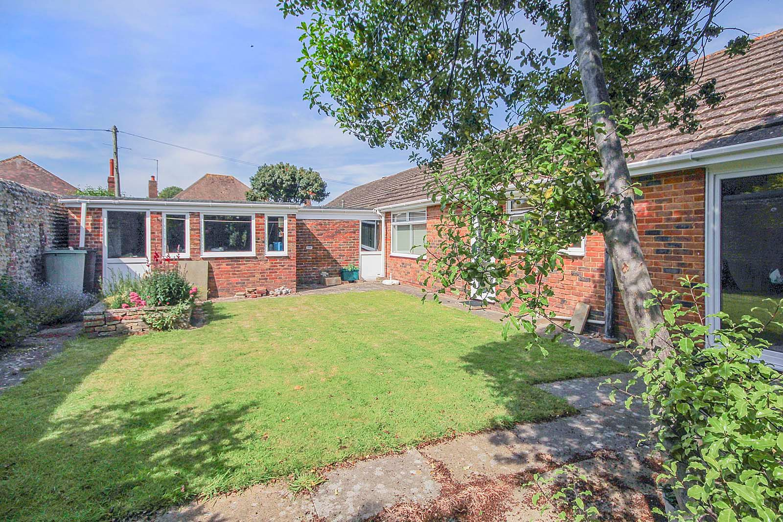 2 bed bungalow for sale in Bay Tree Garden  - Property Image 8