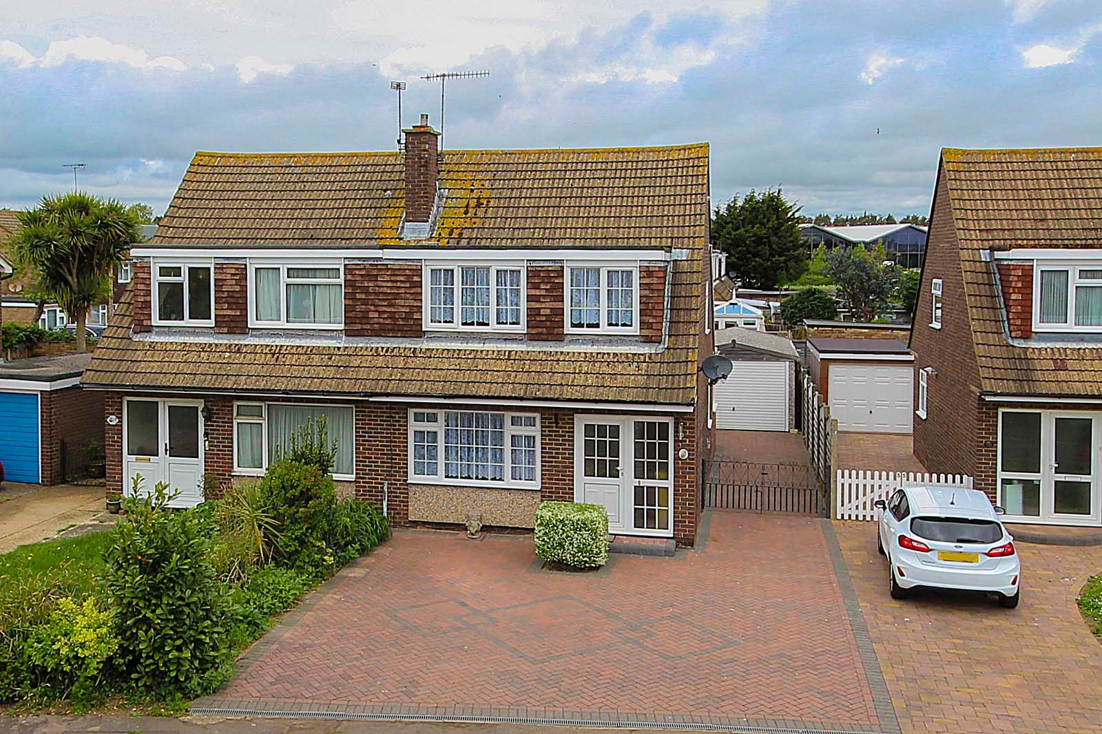 3 bed house for sale in Old Worthing Road - Property Image 1