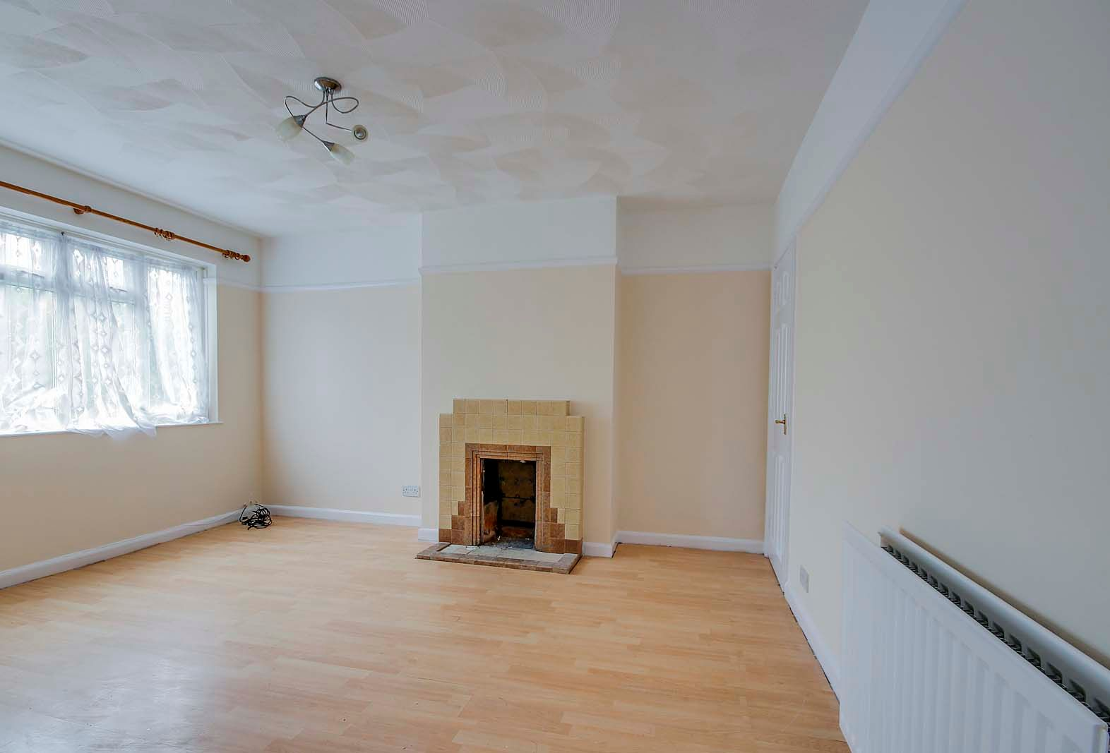 2 bed Apartment to rent in East Preston - Living room (Property Image 2)
