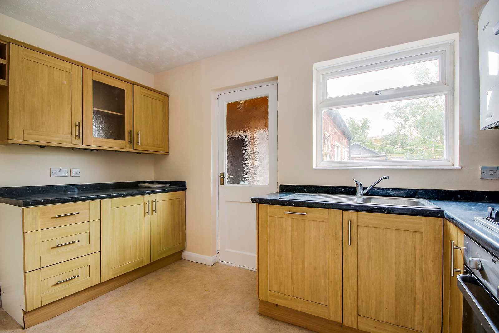 2 bed Apartment to rent in East Preston - Kitchen (Property Image 3)