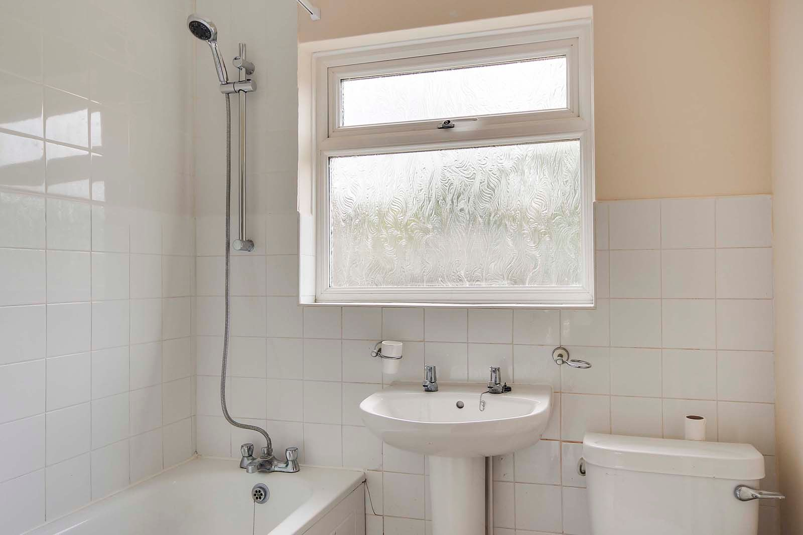 2 bed Apartment to rent in East Preston - Bathroom (Property Image 6)