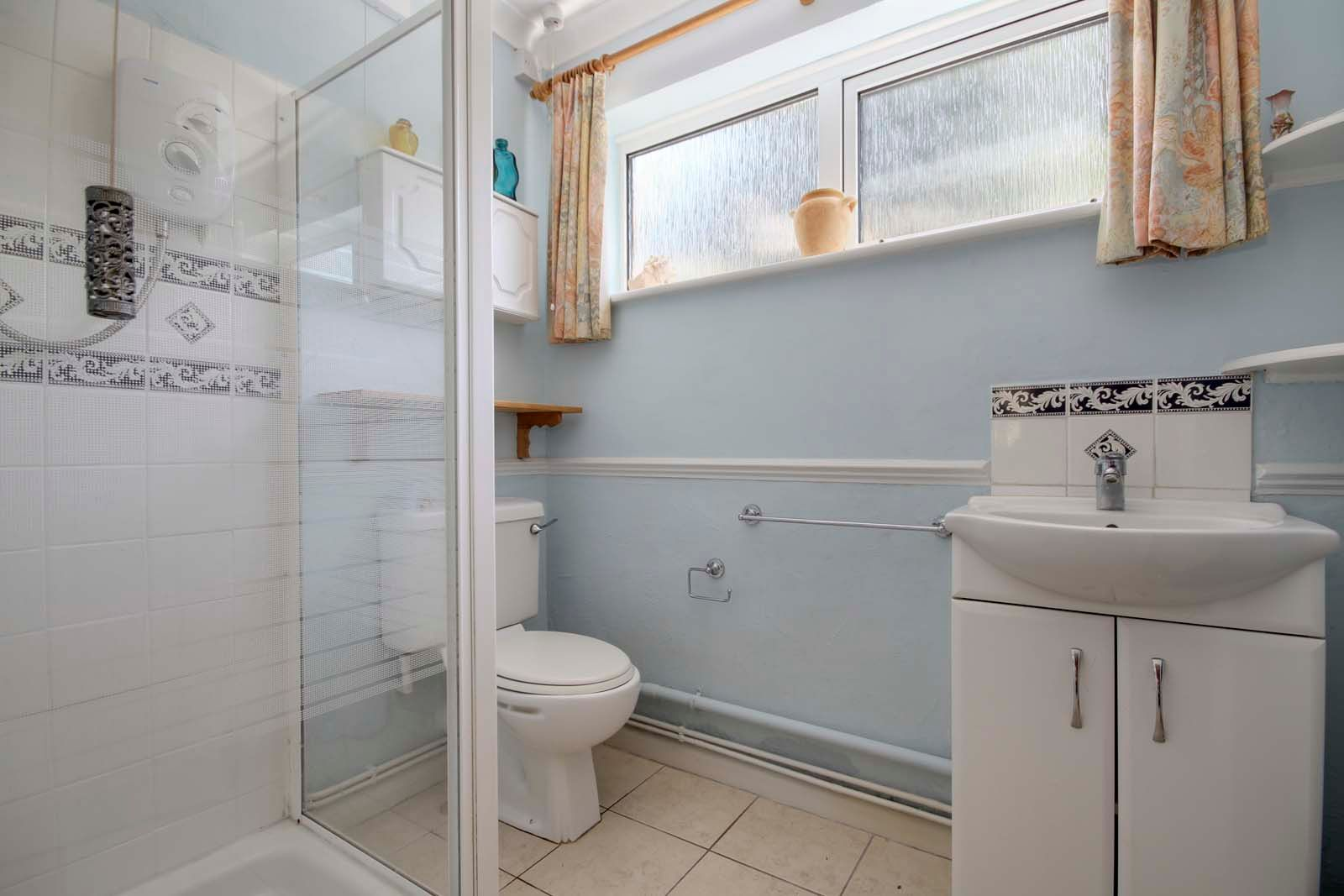 4 bed house for sale in North Lane 8