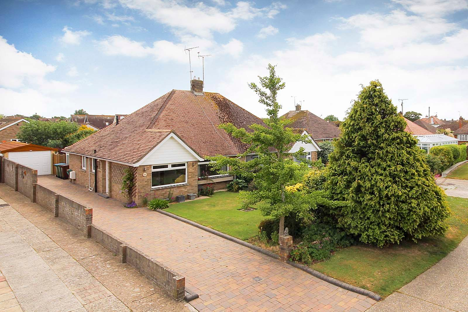 2 bed bungalow for sale in Hazelmead Drive - Property Image 1