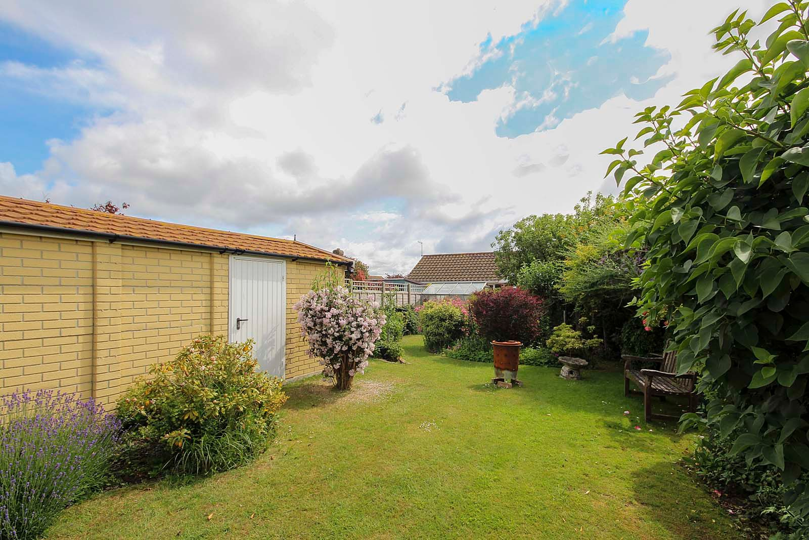 2 bed bungalow for sale in Hazelmead Drive 12
