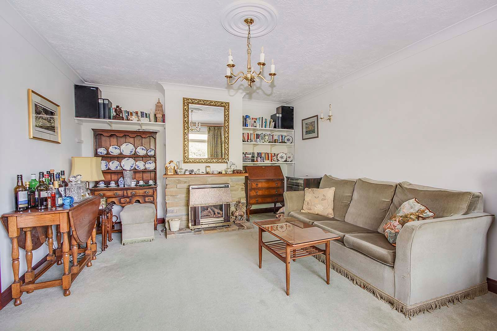 2 bed bungalow for sale in Hazelmead Drive 4