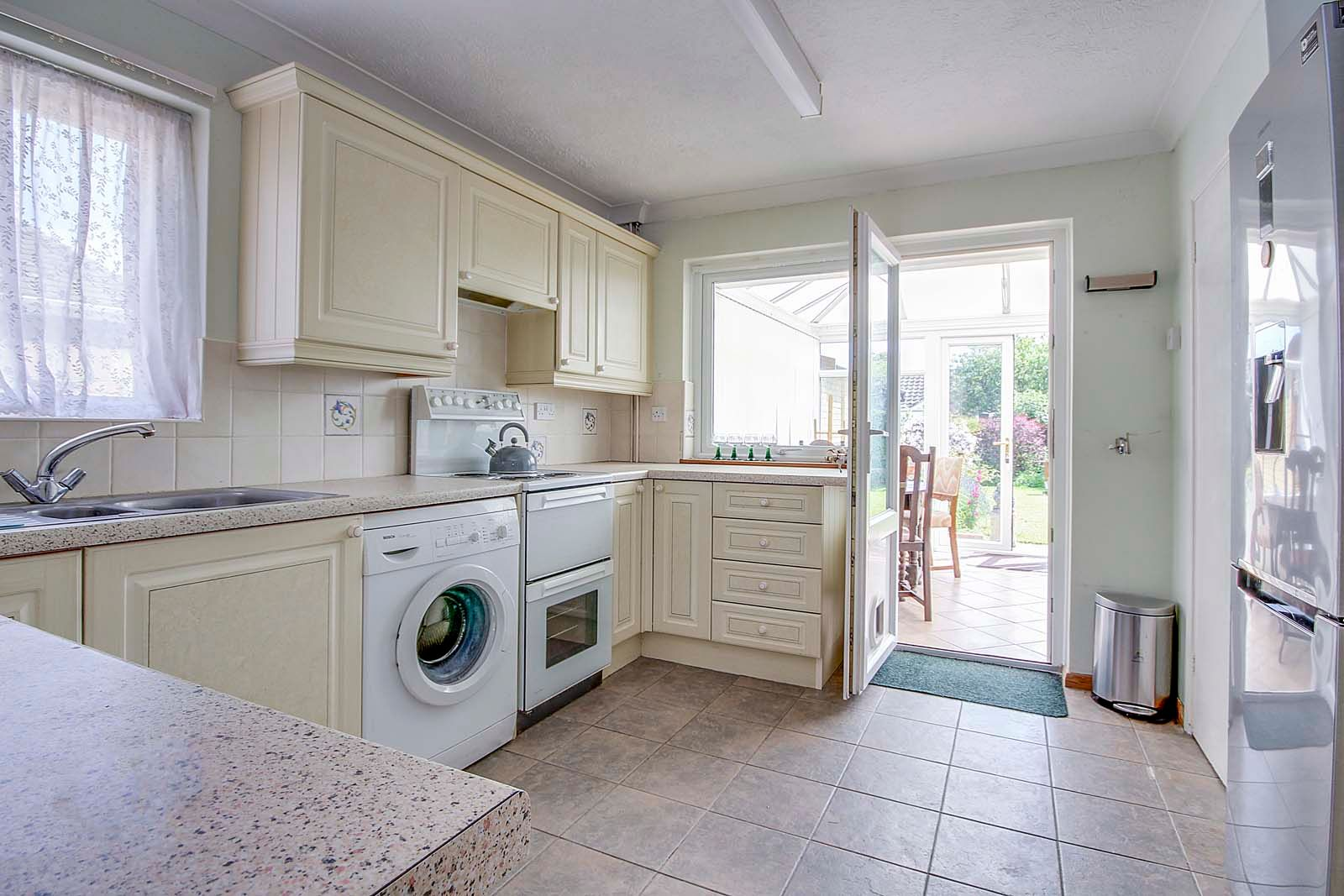 2 bed bungalow for sale in Hazelmead Drive 5