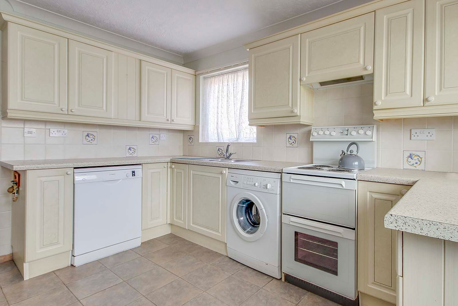 2 bed bungalow for sale in Hazelmead Drive 6