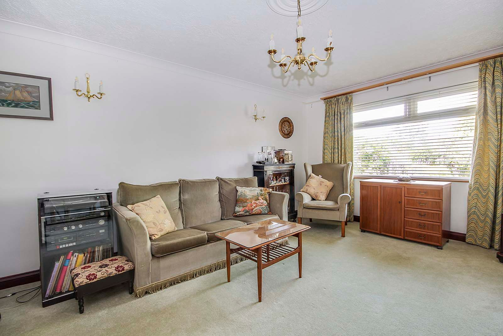 2 bed bungalow for sale in Hazelmead Drive 9