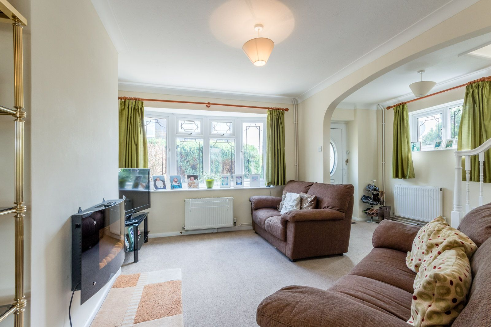 3 bed house to rent in Downs Way 2
